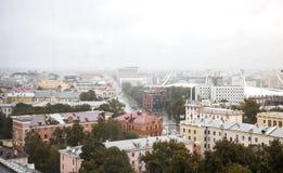 白俄罗斯,米斯克- 2018年7月01日:城市和橄榄球场视图 免版税库存照片