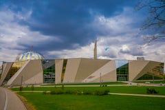 白俄罗斯,米斯克- 2018年5月01日:白俄罗斯语伟大的爱国战争博物馆和纪念碑,晴天门面  免版税图库摄影