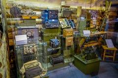 白俄罗斯,米斯克- 2018年5月01日:被分类的comunication机器室内看法在巨大爱国战争的状态博物馆 免版税图库摄影