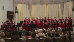 白俄罗斯,米斯克- 2015年4月8日, :儿童的唱诗班在爱好音乐的白俄罗斯语共同安排 股票视频