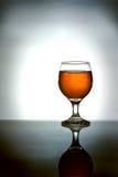 白兰地酒玻璃反映 库存照片