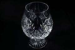 白兰地酒玻璃黑色背景 免版税库存照片