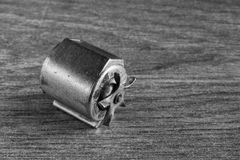 黑白关闭一台微型自行车发电机 库存照片