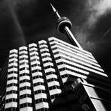 黑白加拿大国家电视塔的背景 免版税图库摄影
