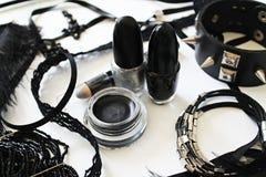 黑白化妆用品和辅助部件 库存图片