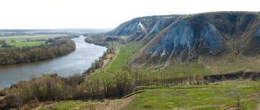从白垩山的全景在谷的  免版税库存图片