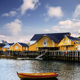 白天在A村庄, Lofoten海岛,挪威 免版税库存照片
