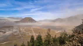 白天沙尘暴在登上Batok, Bromo腾格尔塞梅鲁火山国家公园,东爪哇省,印度尼西亚的时间间隔 股票视频