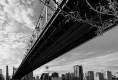 白天的布鲁克林大桥 免版税库存图片