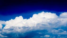白天蓝天有云彩背景 免版税库存照片