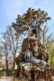白天视图从底部到与锂的朱塞佩・加里波底纪念碑 库存图片