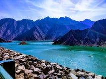 白天Hatta湖视图 免版税库存图片