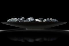 黑白小卵石-禅宗概念 免版税库存图片