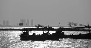 黑白小船 免版税库存照片