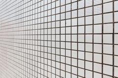 白方块铺磁砖样式 大厦皮肤在透视图的在札幌在北海道,日本 免版税库存照片