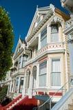 白杨广场在旧金山,维多利亚女王时代的房子 免版税库存照片