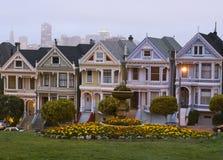 白杨广场,在黄昏的旧金山地平线 免版税库存照片