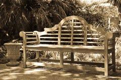 白杨长凳 免版税库存图片