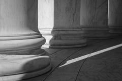 黑白柱子 免版税库存图片