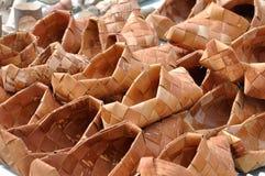 白桦树皮俄国全国柳条鞋子  免版税库存图片