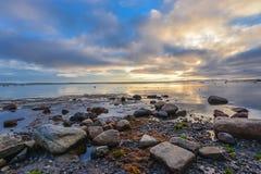 白海海景,日落 库存照片