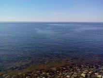 白海的沿海水域海角白海豚的,从监测blagami的塔的看法,索洛韦茨基群岛,阿尔汉格尔斯克 免版税库存图片