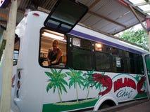 白海食物卡车在毛伊夏威夷 库存图片