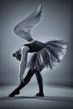 黑白照片的飞过的芭蕾舞女演员 图库摄影