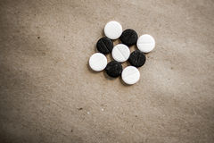 黑白片剂 免版税库存照片