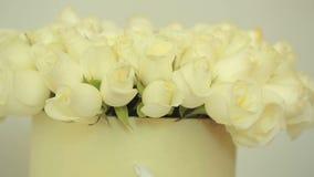 白玫瑰明亮的五颜六色的花束,特写镜头 股票视频