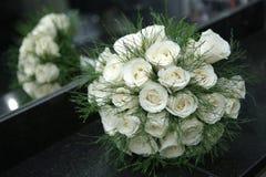 白玫瑰芦笋花束  库存照片