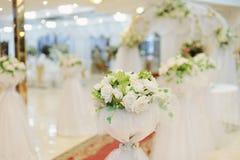 白玫瑰花束 免版税库存照片