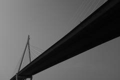 黑白现代的桥梁 免版税库存照片