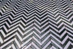 黑白用于门步行wa的之字形老砖块 图库摄影