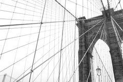 黑白的布鲁克林大桥,纽约,美国 免版税图库摄影