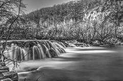 黑白的瀑布 图库摄影