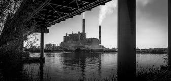 黑白的电能植物 免版税库存照片