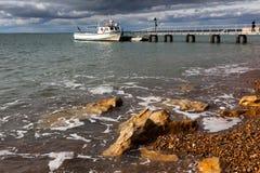 白矾海湾,小岛WIGHT/UK - 10月30日:游船operatin 免版税库存照片