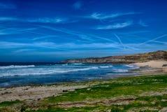 白礁海滩在Ericeira葡萄牙 免版税库存图片