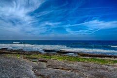 白礁海滩在Ericeira葡萄牙 免版税库存照片