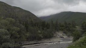 白种人乔治亚自然的山河Timelapse与树和云彩 影视素材