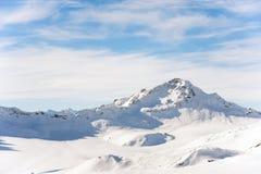 白种人土坎的山的积雪覆盖的峰顶 库存照片