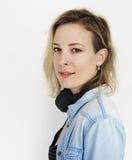 白种人夫人Headphones Music Concept 免版税库存图片