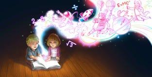 白种人孩子男孩和女孩一对逗人喜爱的动画片夫妇是在地板上的阅读书,当他们的edcucation知识和creati时 免版税库存照片