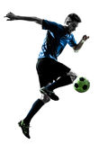 白种人足球运动员人玩杂耍的剪影 免版税图库摄影