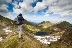 年轻白种人远足者 免版税图库摄影