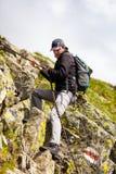 年轻白种人远足者 免版税库存照片