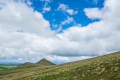 白种人结算天数highmountains山10月俄国星期日 免版税图库摄影
