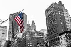 黑白美国国旗色的纽约美国的地平线 免版税库存照片