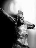黑白耶稣基督的在十字架上钉死 免版税库存照片